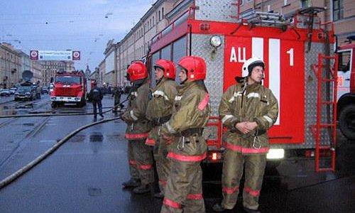 На севере Москвы в пятницу горели металлические скалдские помещения