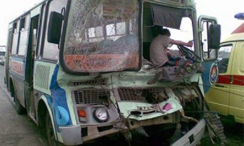 Столкнулись «КамАЗ» и пассажирский автобус