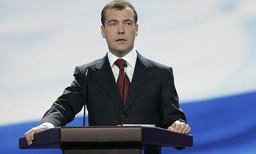 Медведев наградил в Кремле токарей, сварщиков и сталеваров