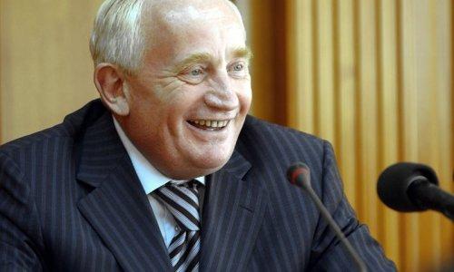 Виктор Кресс получил надбавку к зарплате за то, что хорошо встретил Медведева