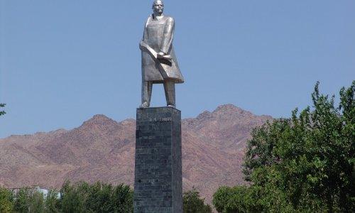 В Таджикистане демонтирован памятник Ленину