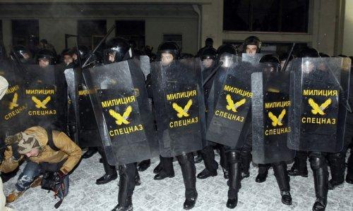 В Минске милиция задерживает и избивает журналистов