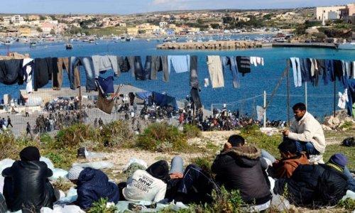 Беженцы из Туниса подожгли центр временного проживания на итальянском острове и сбежали