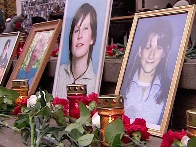 У театрального центра на Дубровке вспоминают жертв теракта