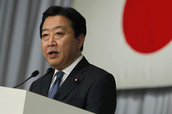 Японский премьер сократил себе зарплату на 30%