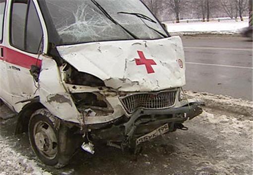 В Новосибирске «скорая» столкнулась с такси