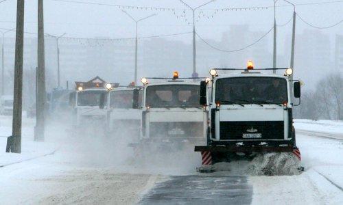Снегоуборочная техника непрерывно устраняет последствия снегопада на улицах Москвы
