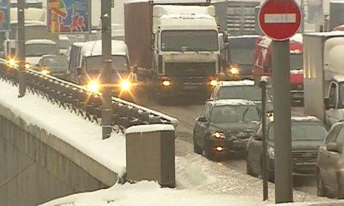 Коммунальные службы Москвы вывезли за минувшие сутки порядка 370 тысяч кубометров снега