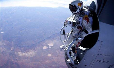 Австриец Феликс Баумгартнер намерен прыгнуть с высоты 36,5 километра из стратосферы