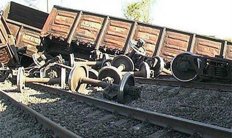 В Курганской области сошли с рельсов вагоны грузового поезда