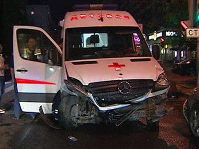 Крупная авария с участием скорой помощи в центре Москвы