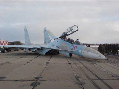 В Новосибирске совершил аварийную посадку военный истребитель Су-27