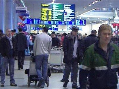 500 пассажиров не могут вылететь из «Домодедово» уже несколько суток