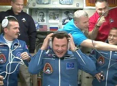 Экипаж МКС поздравил землян с Новым годом