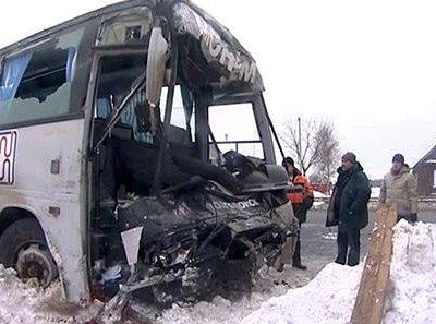 В Новосибирской области легковой автомобиль столкнулся с пассажирским автобусом