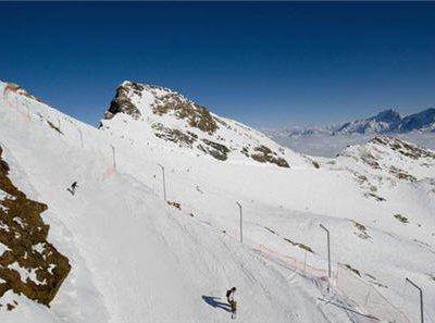 На горнолыжном курорте Альп-дЮэ разбился российский турист