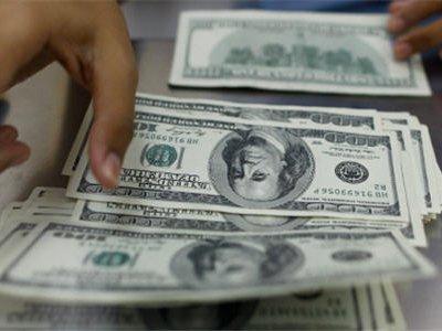Банк России за день продал миллиард долларов