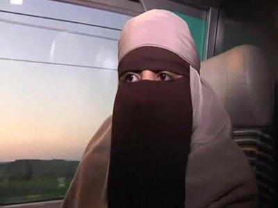 В метро канадского Монреаля эскалатор задушил женщину ее же хиджабом