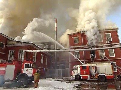 Пожар на мебельной фабрике в Москве потушен