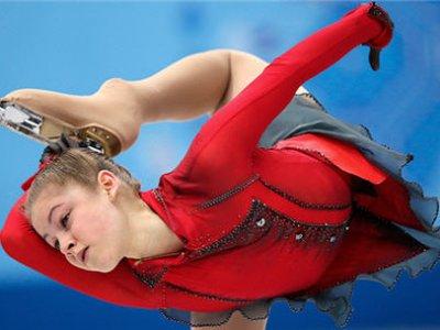 Команда олимпийских фигуристов принесла России первое золото