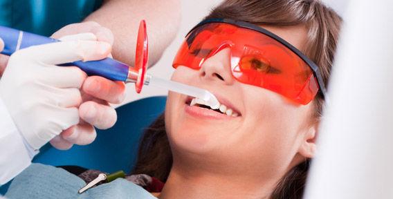 Зачем нужно профессионально чистить зубы?