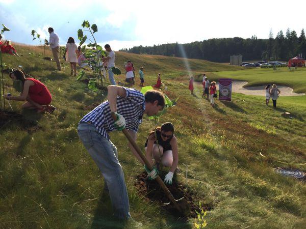 Церемония посадки деревьев и закладка «Аллеи Успеха»