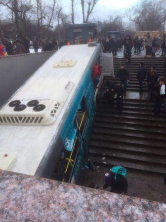 На западе Москвы произошло крупное ДТП с участием автобуса
