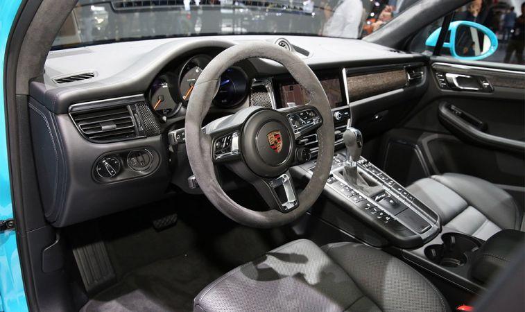 Обновленный кроссовер Porsche Macan добрался до российского рынка