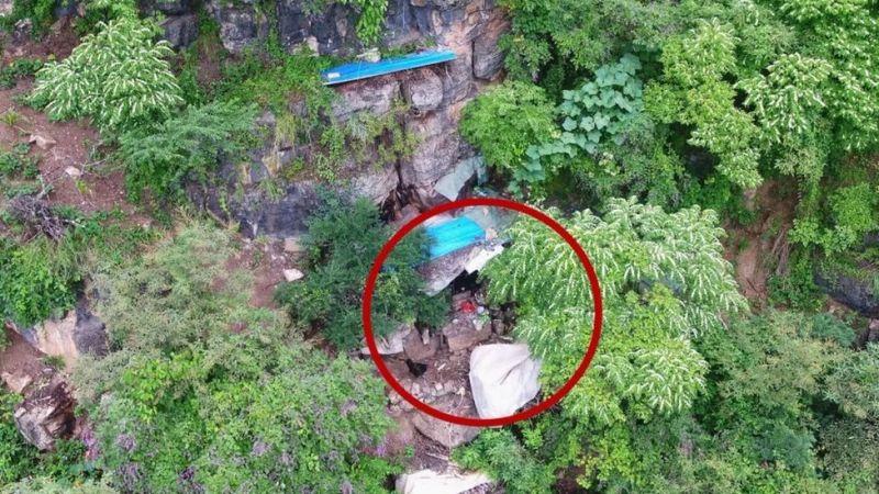 Беглый преступник 17 лет прятался в пещере, его нашли с помощью дронов
